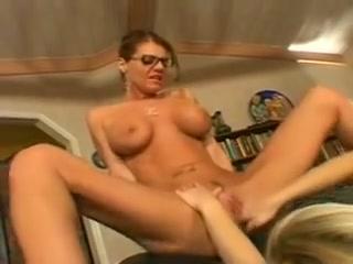 Xxx porn lesbi Shown
