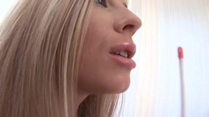 Video Lesbiar fucks orgas