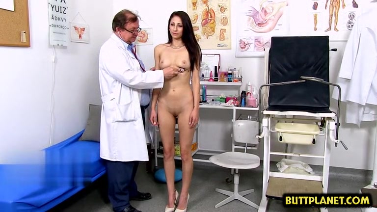 Brunette doctor gaping with cumshot Amazon sucking dick