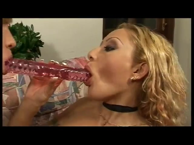 Double end vibrator fuck! Laura gangfuck piss