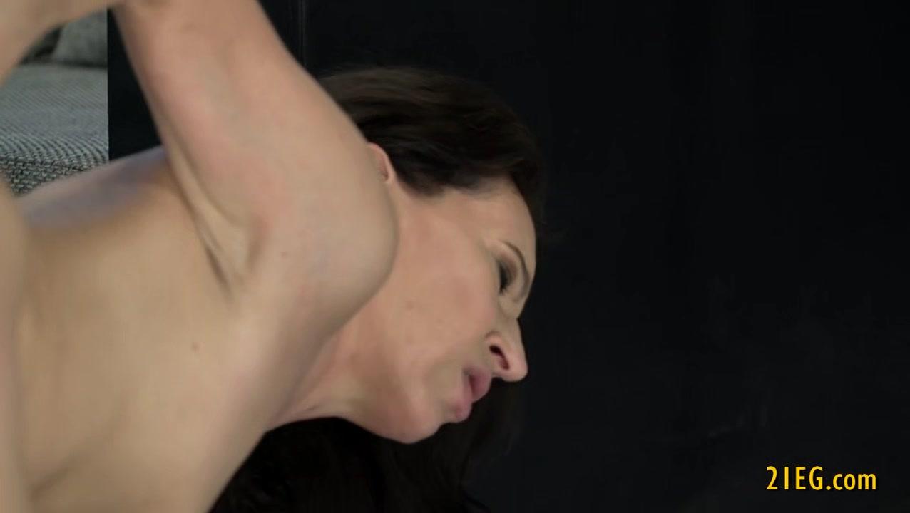 Horny video Lesben orgasim