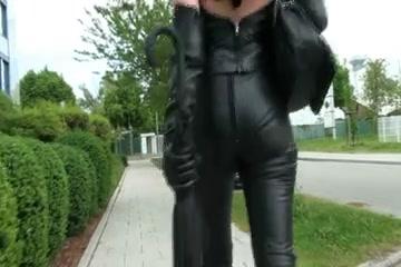 A Diva walking in leather panties Women looking for men in Pernik