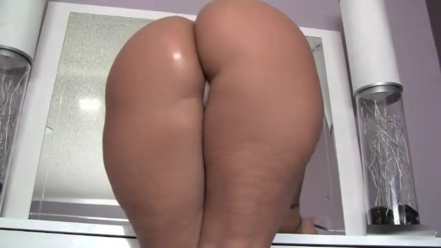 Webcam Non-Professional Tries Out Her New Fake Dick Super wide open nude legs