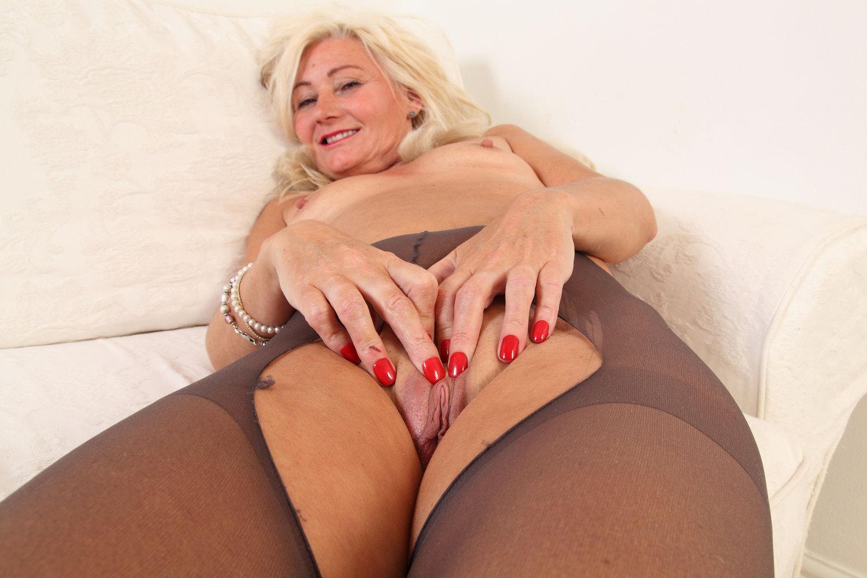 English milf Ellen fingers her meaty fanny flaps Indian porn video club