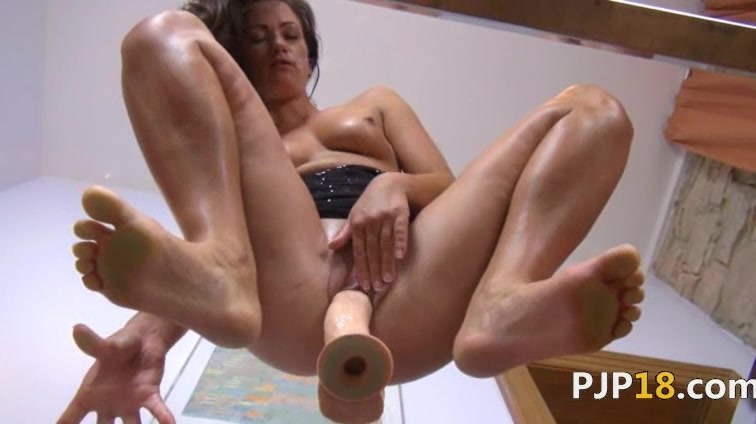 Ultra sexy vagina dildoing on the glass