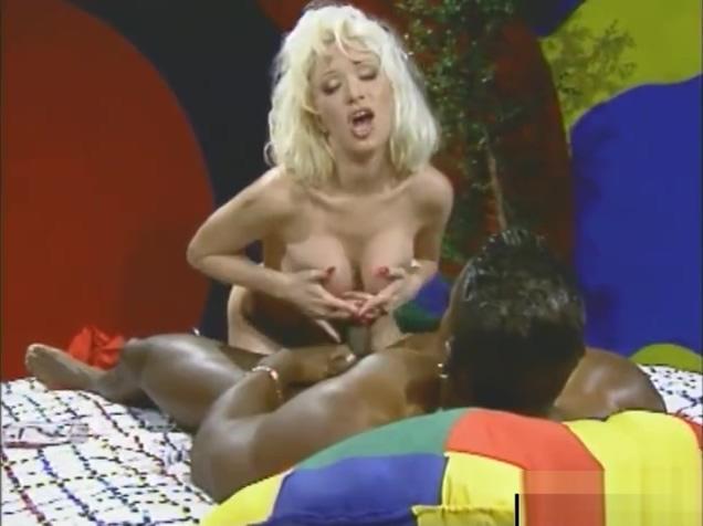 Interracial threesome ends with a facial