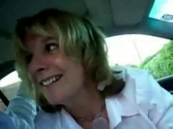 Dirty amateur MILF hitchhiker blowing me right in the car