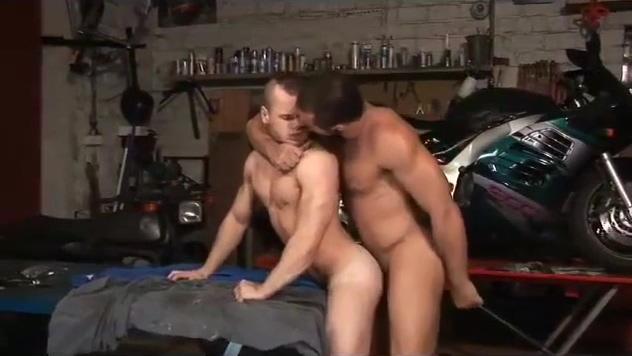 le patron du garage demonte son employe British bbw arse fucked