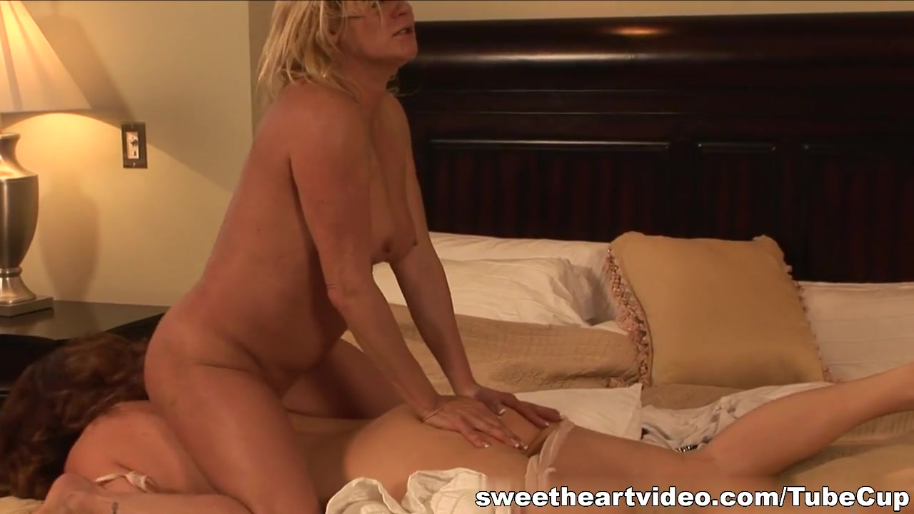 Peeing Lesbianis pornb