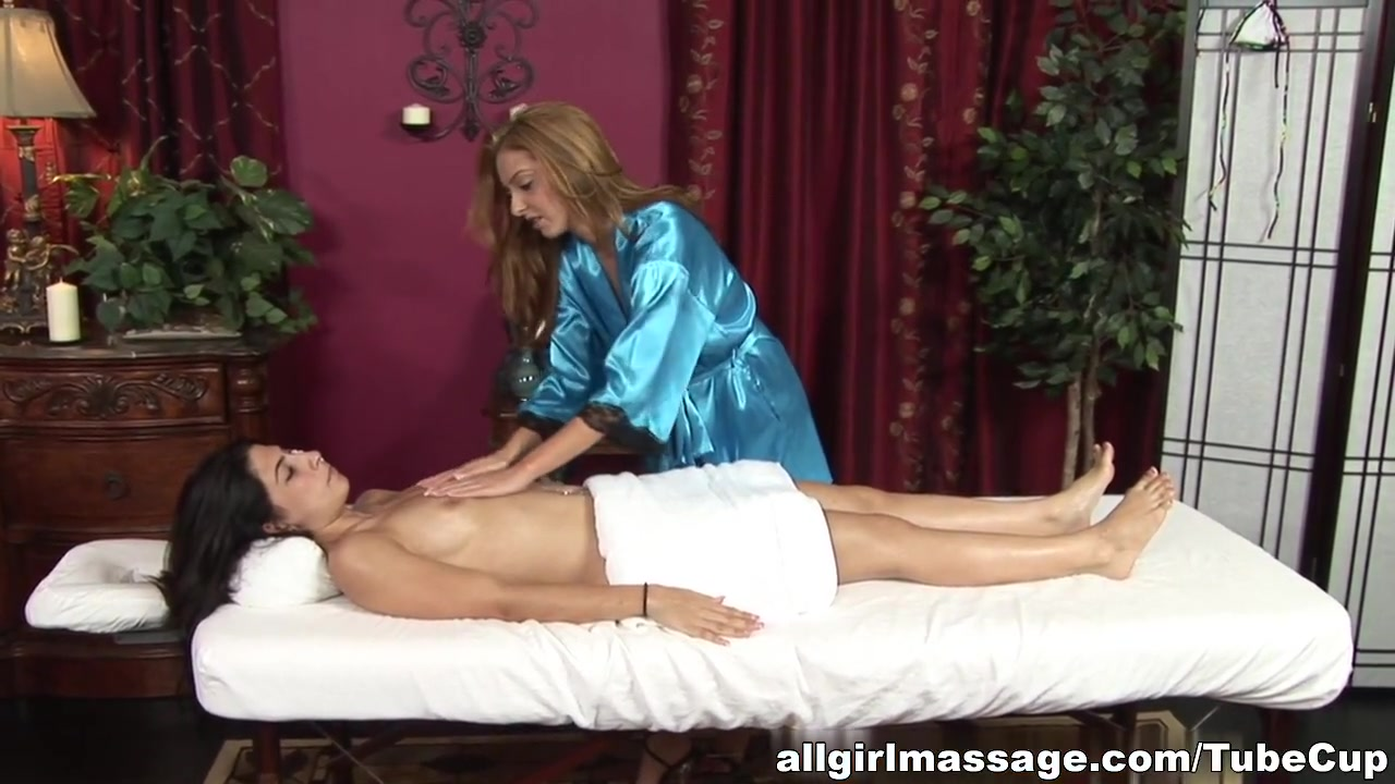 Sexy licking bisexual Lesbion