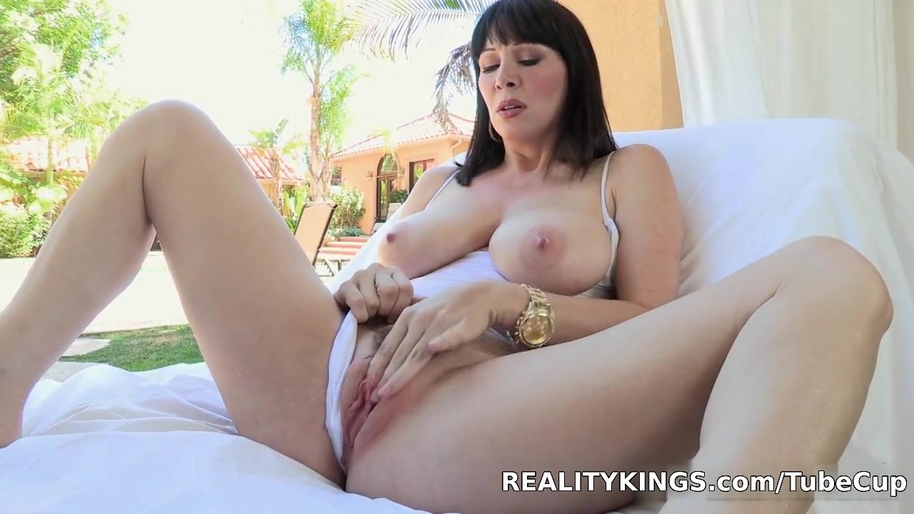 Bignaturals - Big ass titties Free videos clips of interracial gangbangs