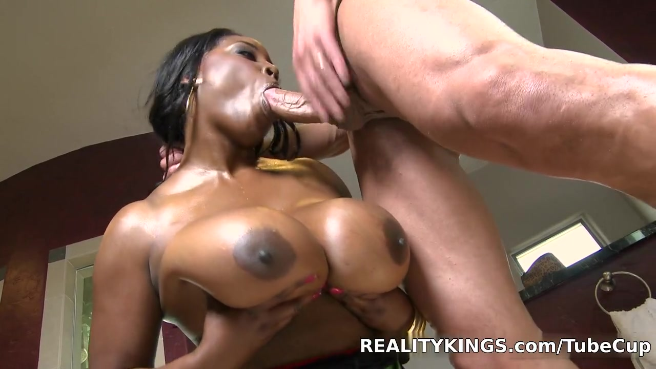 Bignaturals - Nip slip Hot cam amazing big booty twerking!