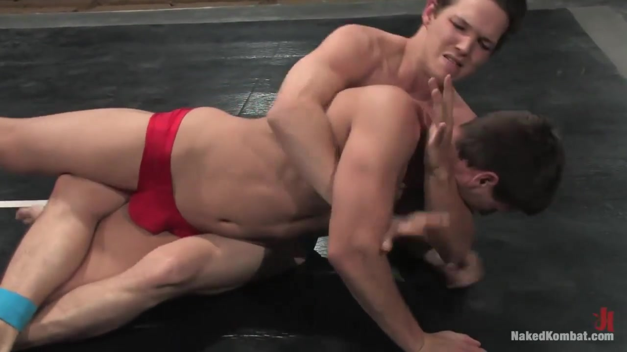 NakedKombat Derrek Diamond vs Lee Stephens A tiny bikini