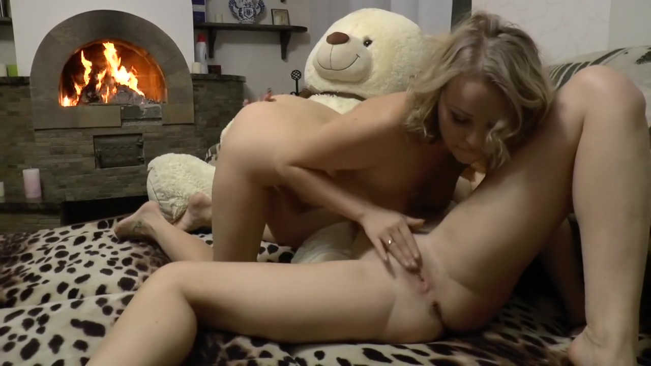 readhead teen lick pussy of her girlfriend & ride on her face with no shy What a Neighborhood part
