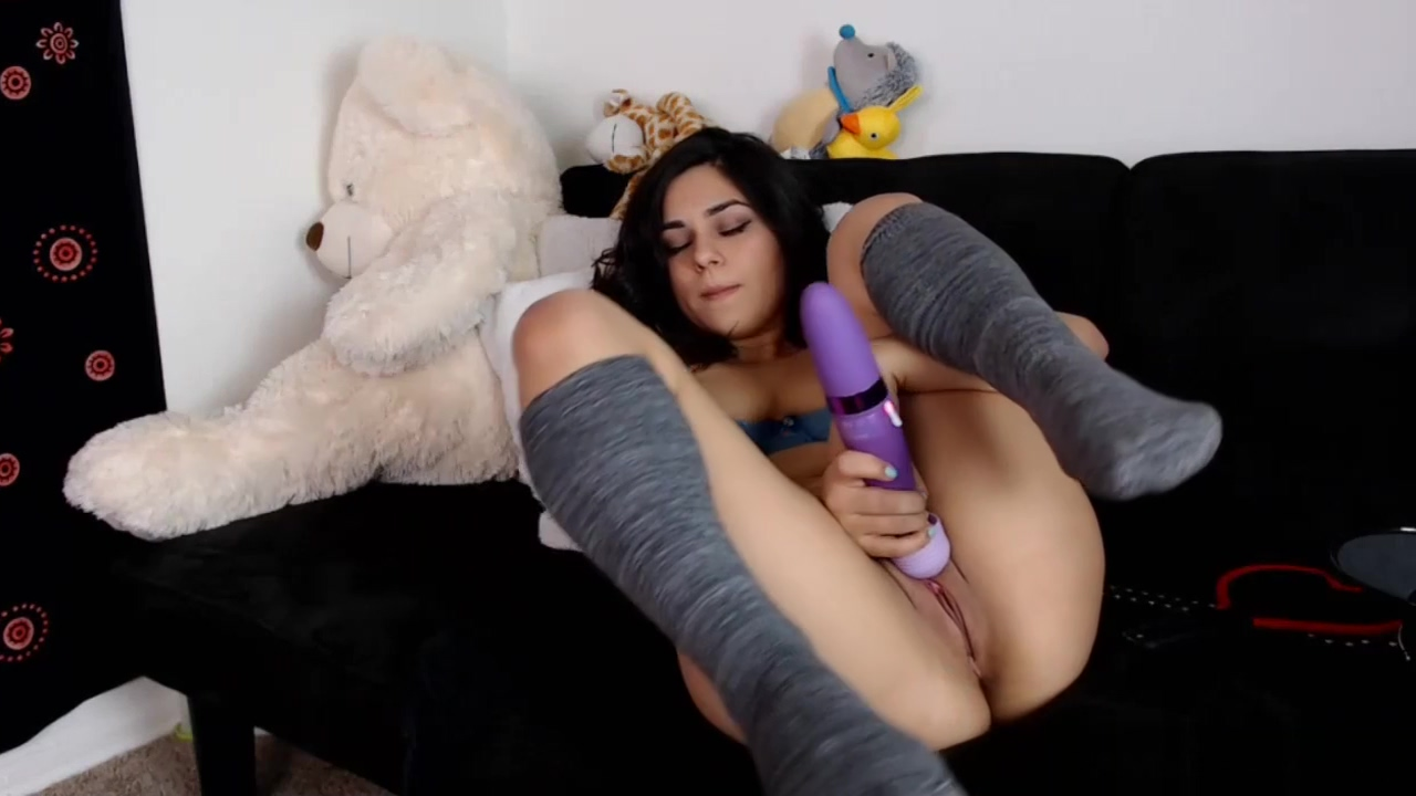 Pretty Teen Camgirl Toys Her Pussy On Webcam