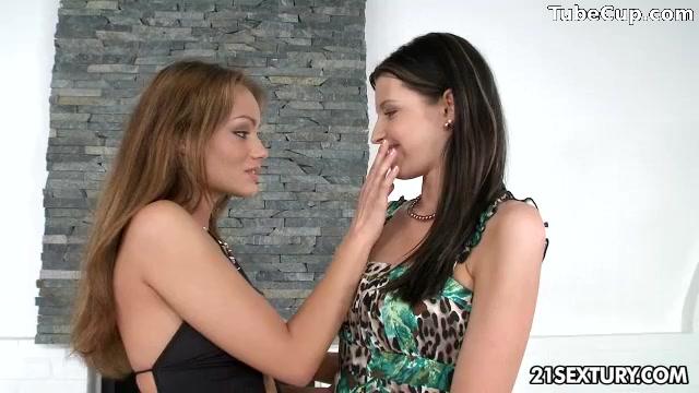 Orgee Lesbiana videi porn