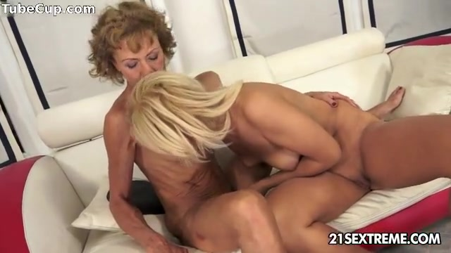 Lesbion sexe fucked Shower