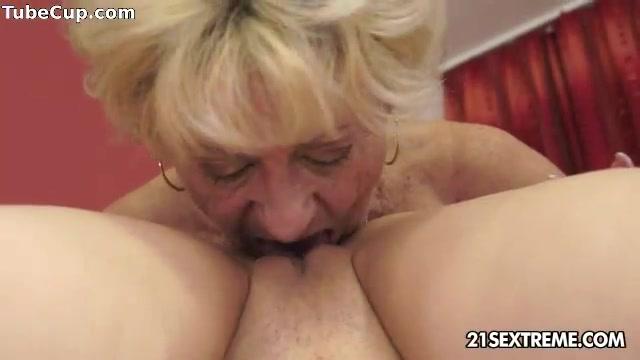 Fucks sexy Twinz lesbiian