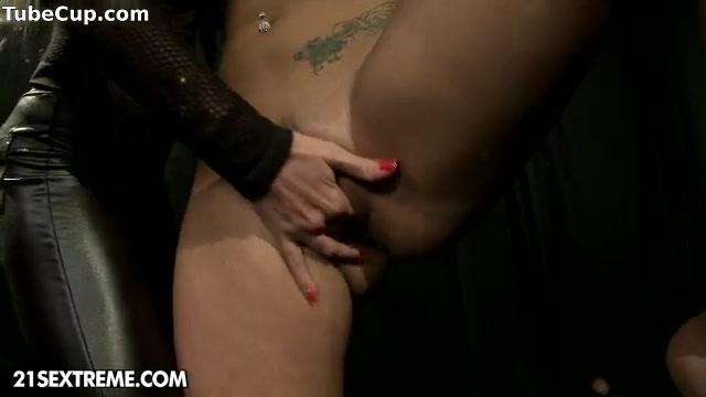 Shaving Mature pussy woman