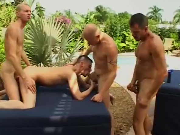 MANPLAY (9) Real college coeds toying
