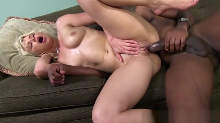 Gorgeous lady in interracial porn Apple airport extreme