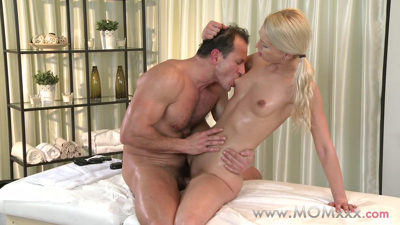 Mom xxx: Blonde MILF rubs more than just his back Wet pirn