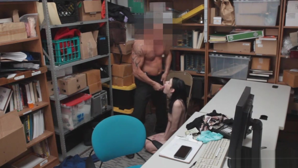 The officer gets Ivy on her knees Most Famous Porn Videos