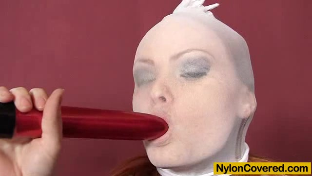 Redhead Samantha nylon face Play online mobile sex games