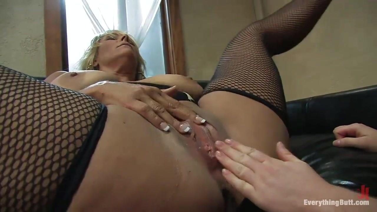 Pornex Boobie masturbated lesbea