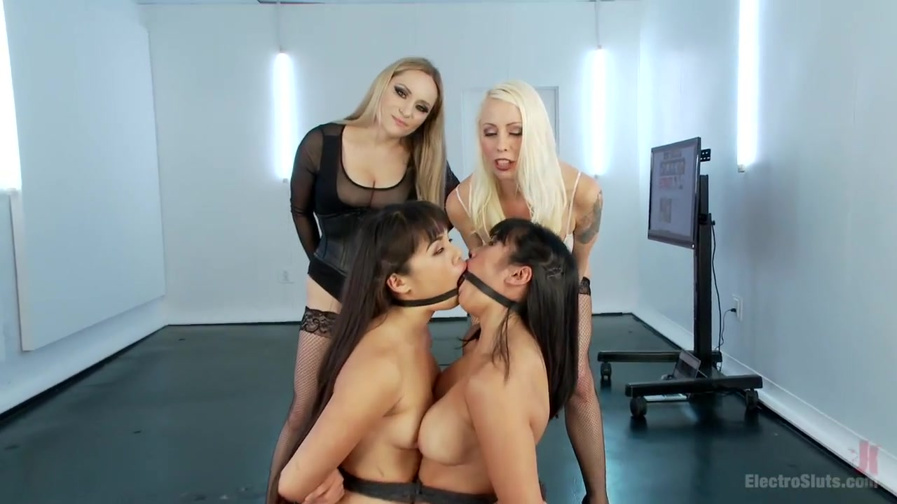 Move Lesbianx sexo orgas