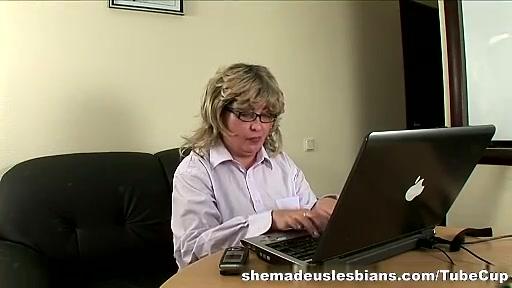 Horney orgasam lesbiian Milfe