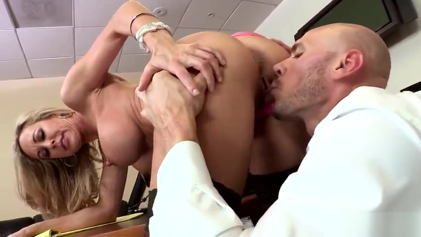 Classy busty mom Brandi Love gives an amazing BJ
