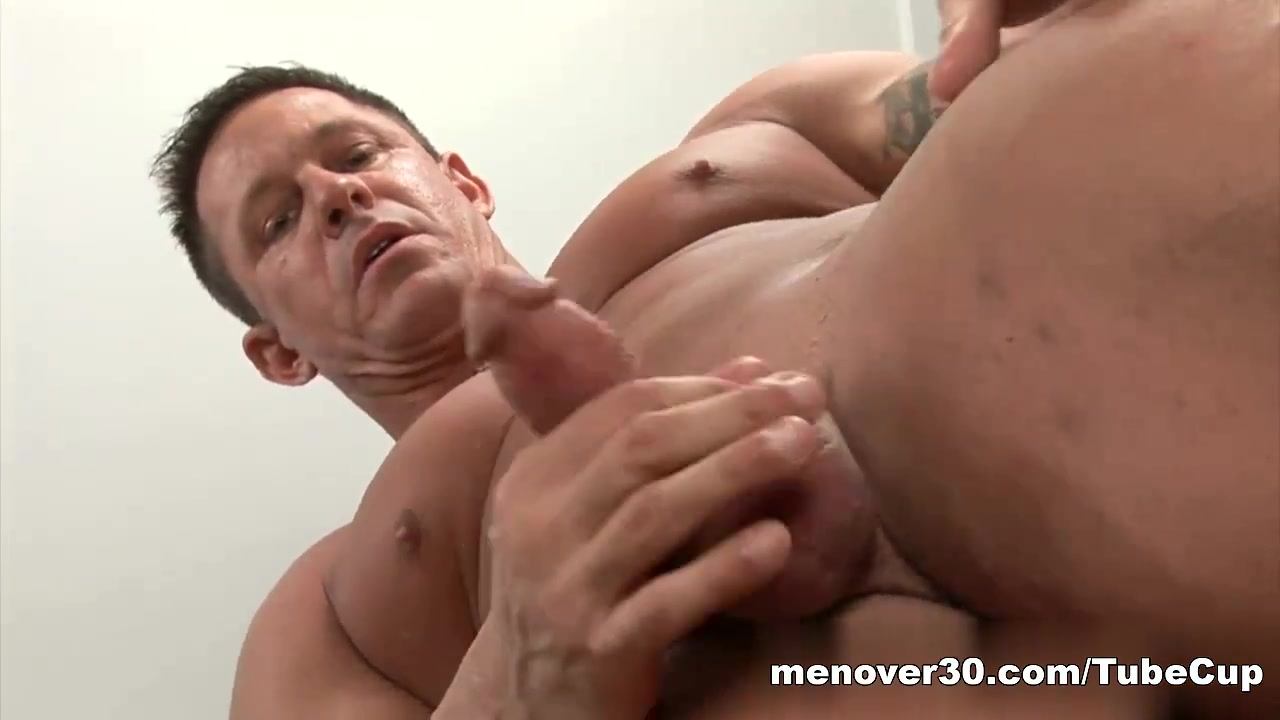 MenOver30 Video: Jock-Strapped Daddy Solo fingering with Peaches on Sapphix