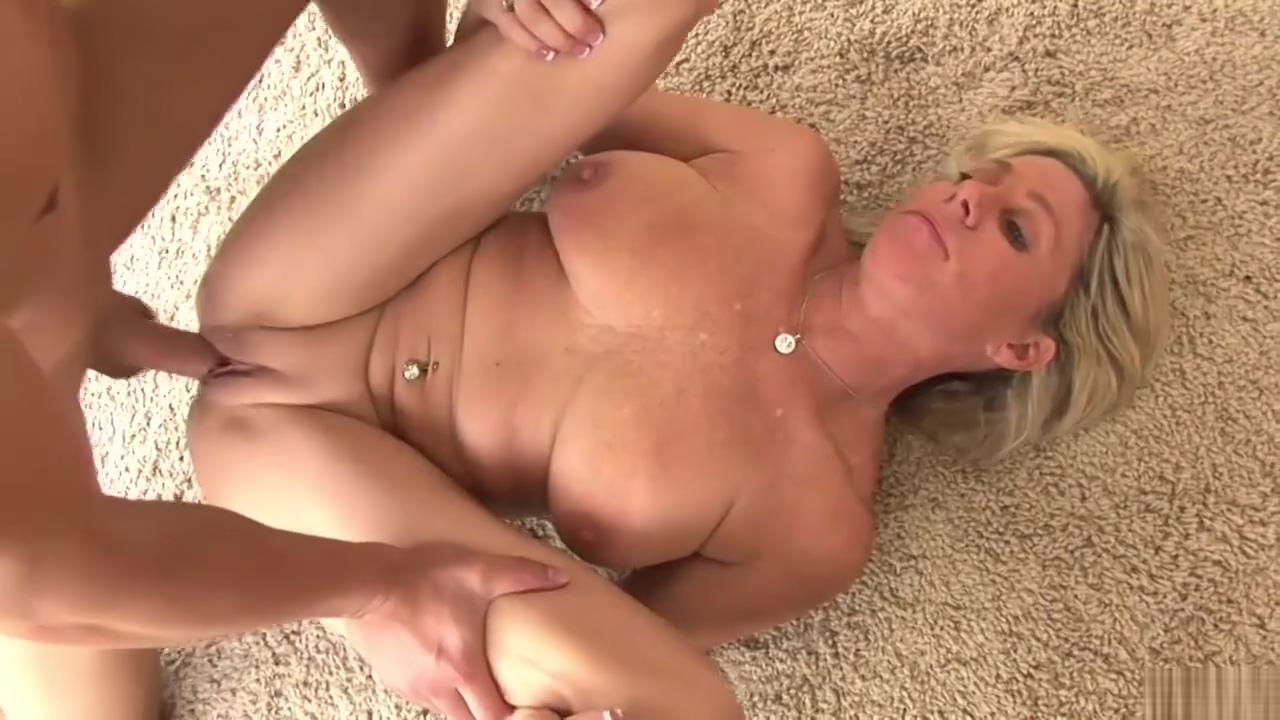 Sexy Cougar Payton Hall 720p