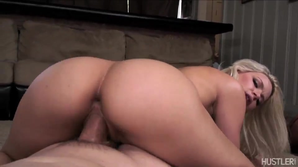Teen pussy opening up for cock