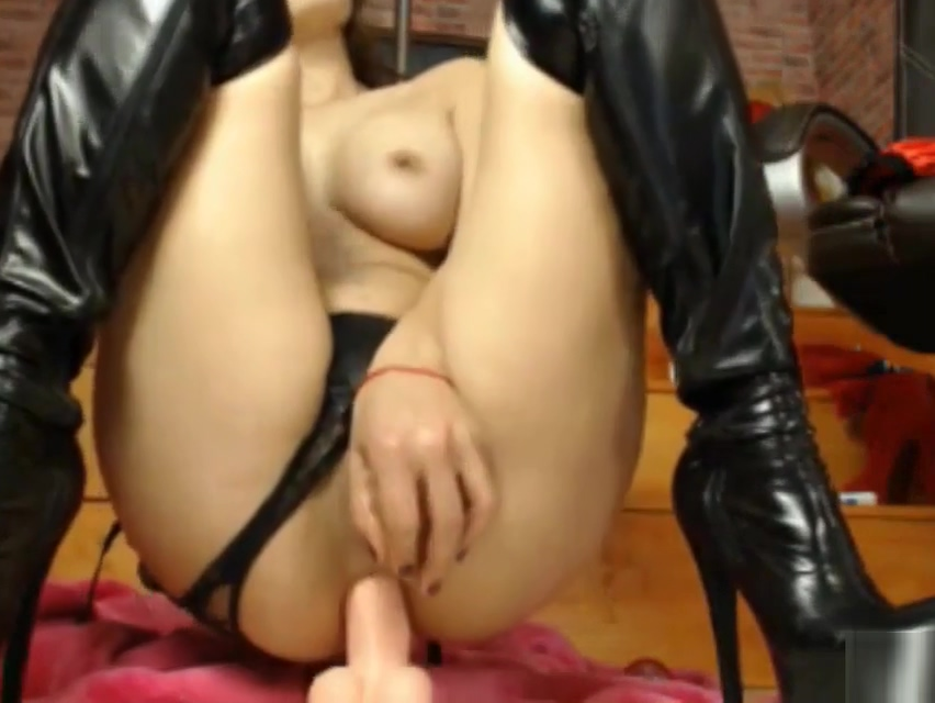 Brunette gets a double penetration by two dildos