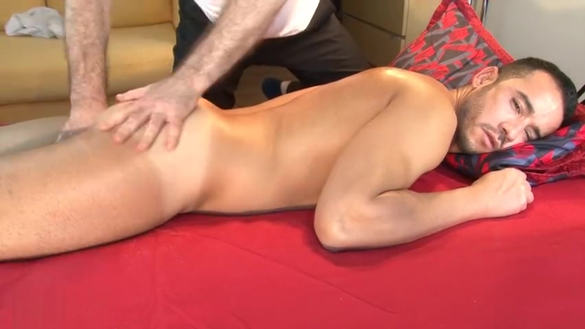 4 hands massage to sexy delivery guy, nico in spite of him Pigtail old man
