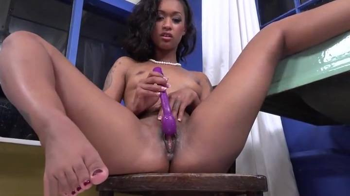 Enticing ebony huzzy Featuring Masturbation porn video Face riding orgasm