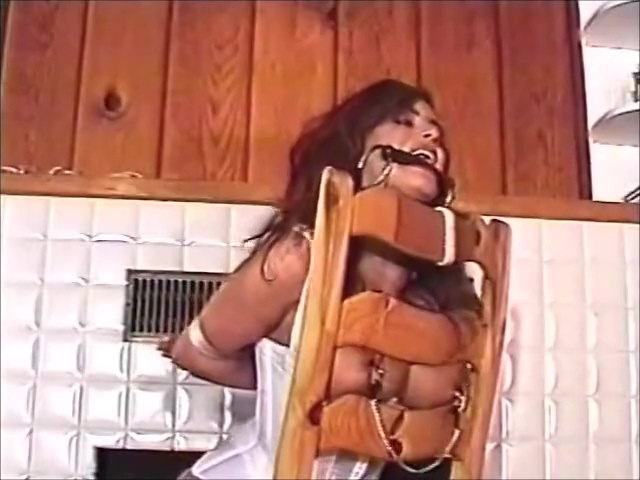 Fetish Bitch Uses Clamps On Labia And Nipples And Loves It should girls eat pussy
