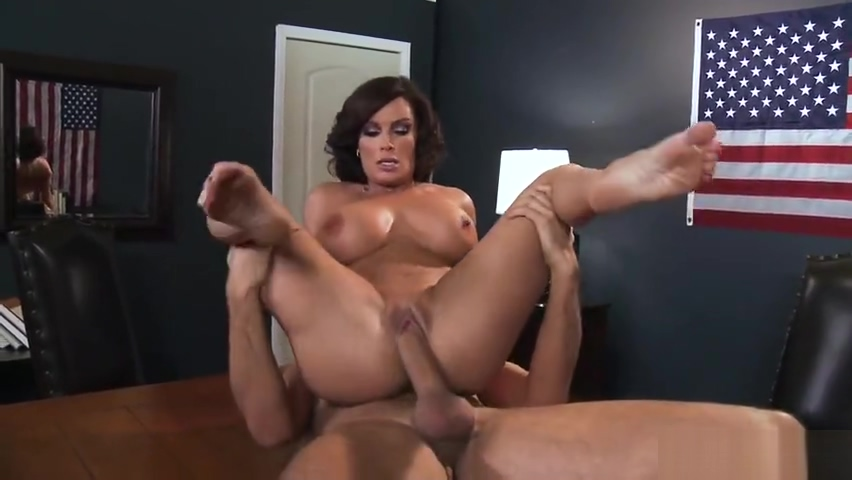 Snazzy busty British MILF Diamond Foxxx featuring hot creampie Ang hookup doon may 23 2020