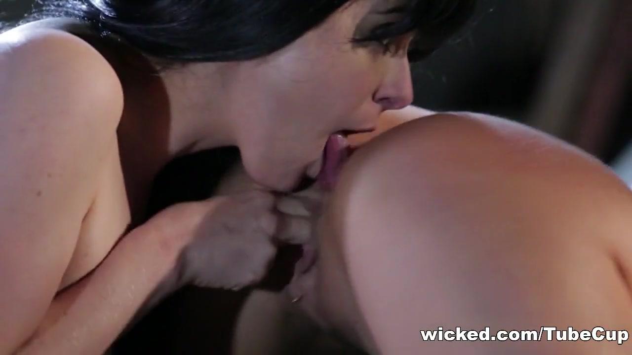 Hot Nude Free hot lesbian clip Lesbian
