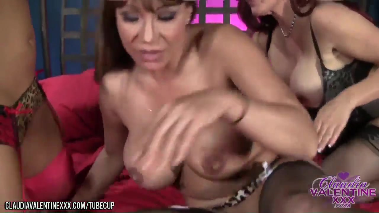 Aboy fat rep by sexy women