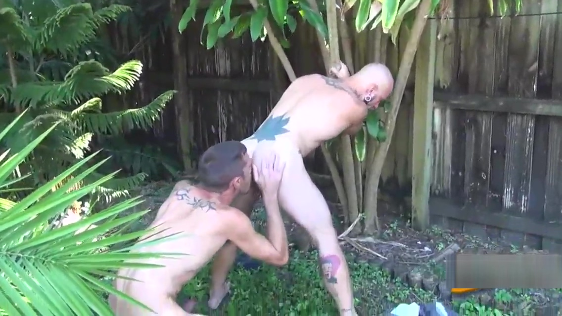 Tattooed dude barebacking download porn for free