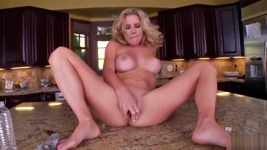 Bonny buxomy Ainsley Addison haning an incredible masturbation Ecco tilbud udsalg