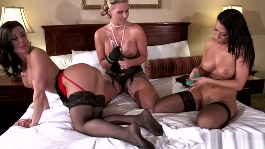 Lesbian Face Riding Threesome