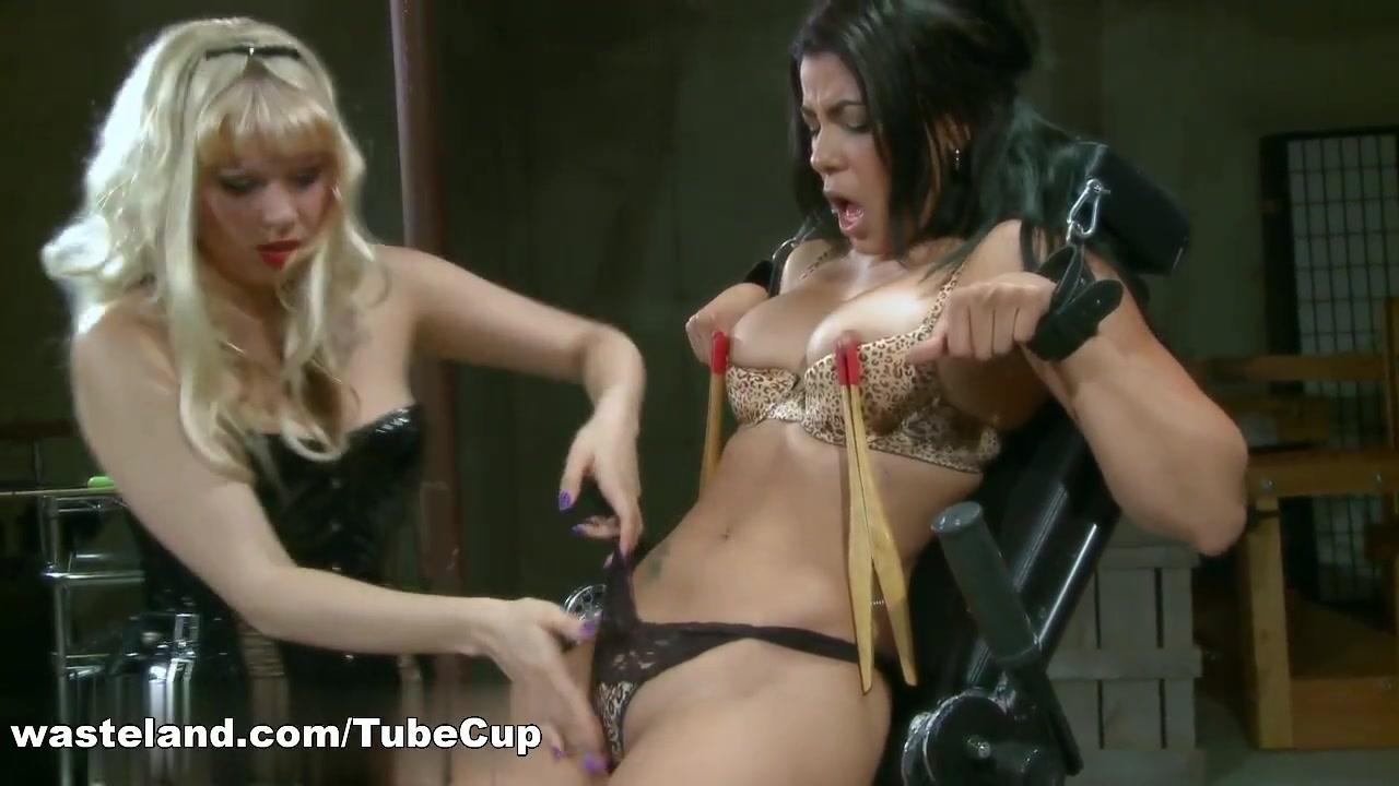 Porno sexu Pool lesbiean