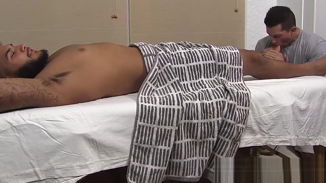 Black hunk Pablo masturbates while his toes are sucked Best bikini sex imges