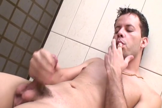 Huge Weiner Hunk Wanks It In Shower Gay men ass fucking