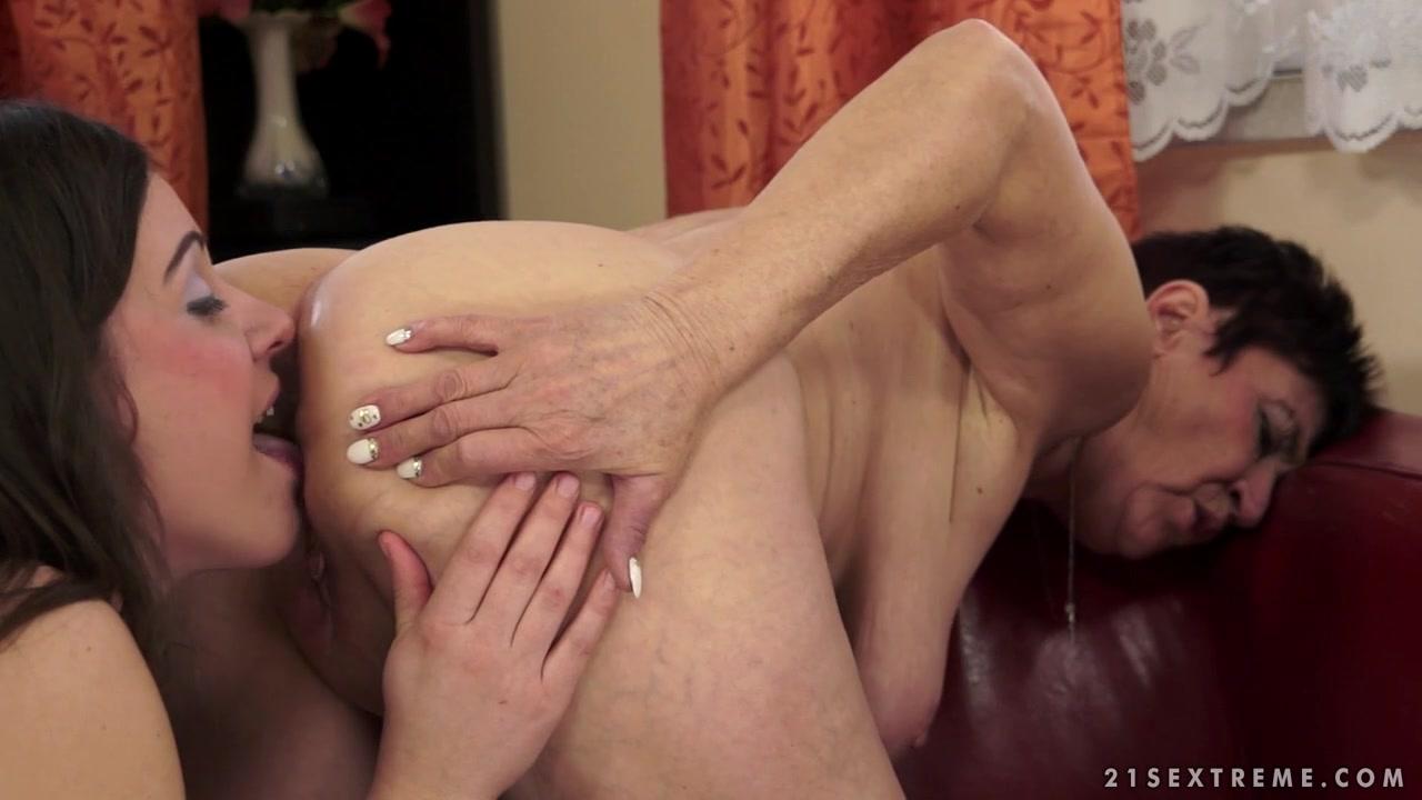 Porn licking lesbion Voyeur