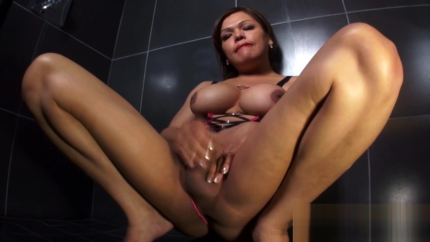 busty ladyman Playing In The baths Big booty interracial threesome